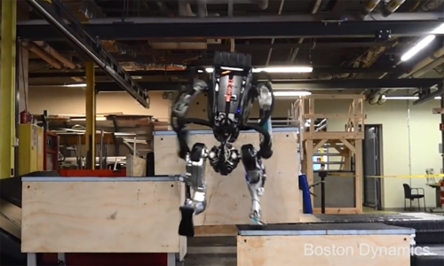 波士顿动力机器人Atlas技能升级:灵活跑酷、如履平地