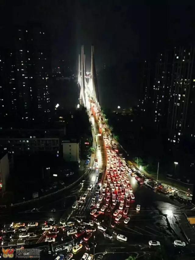 堵害了!宜宾临港堵到怀疑人生,将持续2个月,宜宾人来不起了!