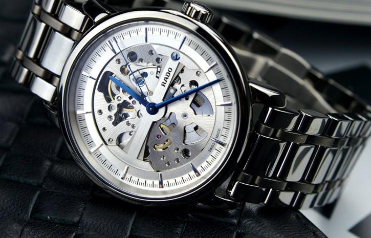 购买腕表新选择——雷达陶瓷镂空系列腕表