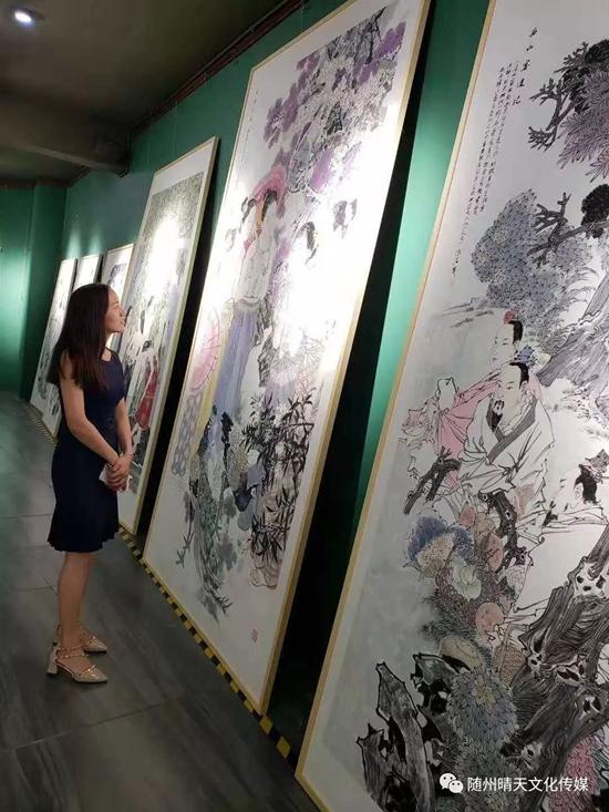 丹青敷彩 ・ 翰墨醉花――胡清菘中国人物画作品展在海口国新书苑开展