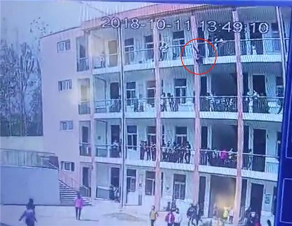 桐柏县一中学生教学楼坠楼身亡 该县6月份曾发生学生跳楼事件