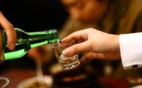 臧天朔因肝癌去世,生前酷爱喝酒,这4类人喝酒,真的是不要命了