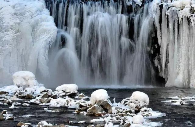 最神奇的瀑布:不管多冷,从不结冰,奇观不知怎么解释?