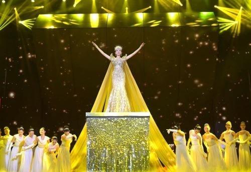 官宣!迪丽热巴当选金鹰女神,礼服精美华贵至极!