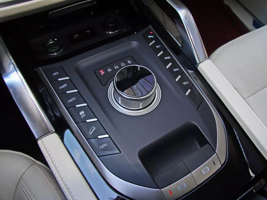 """这台1068万起的大SUV外形很有""""路虎范""""听听车主怎么说!"""