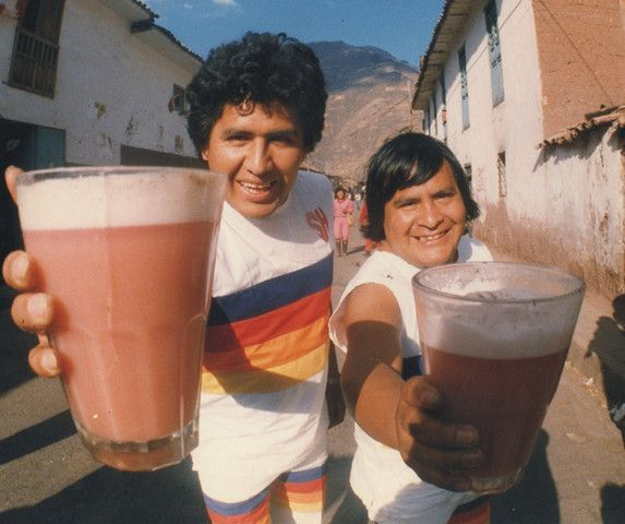 实拍秘鲁街头现榨青蛙汁,光闻气味都让人想吐,你敢喝吗?