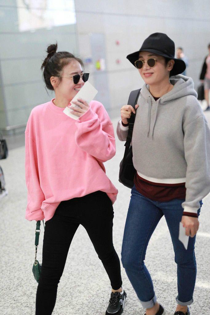 蒋雯丽携马思纯机场秀,不知道还以为她们是姐妹!