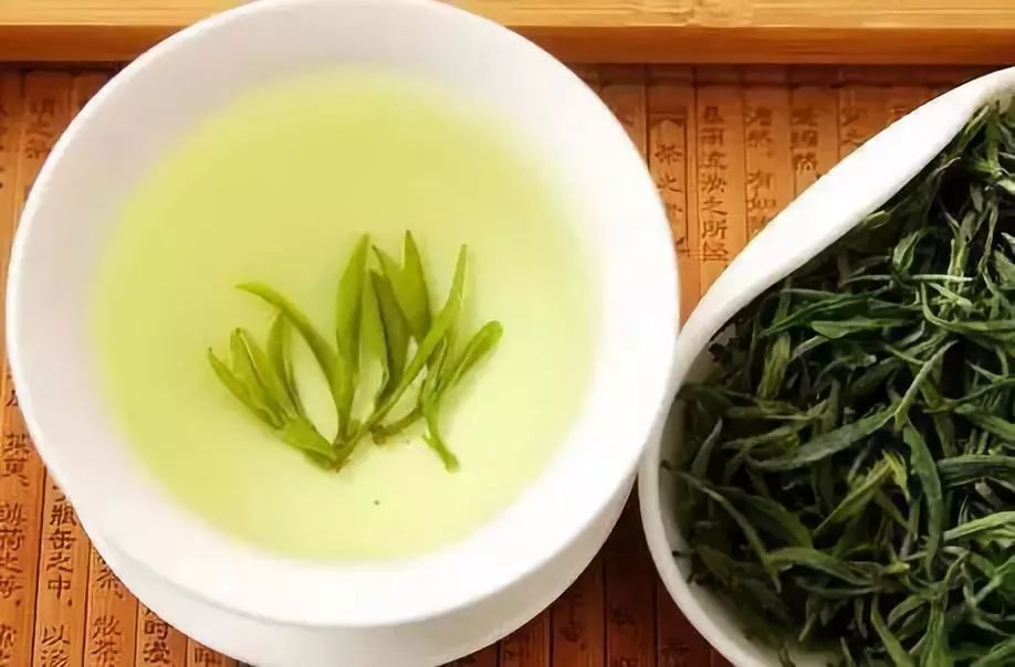 美食 正文  在日常生活中,茶叶是很常见的一种保健饮品,很多人都会图片