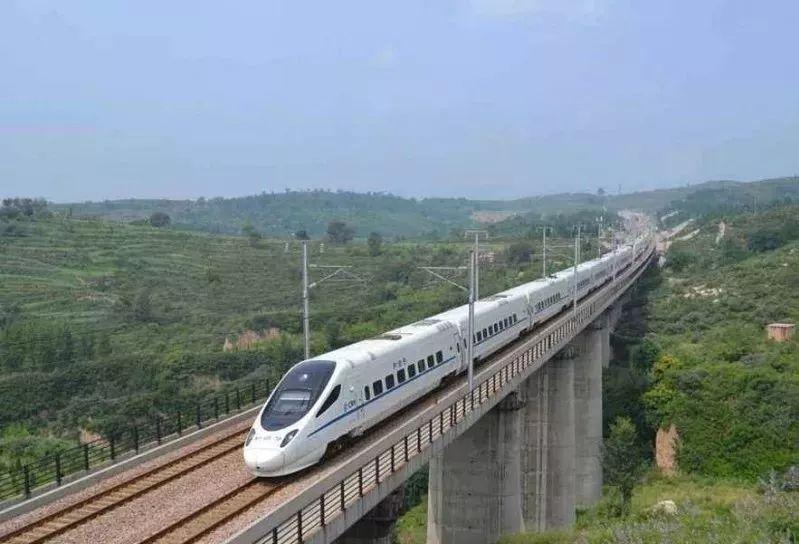 高铁让宜宾人出行更加便捷.