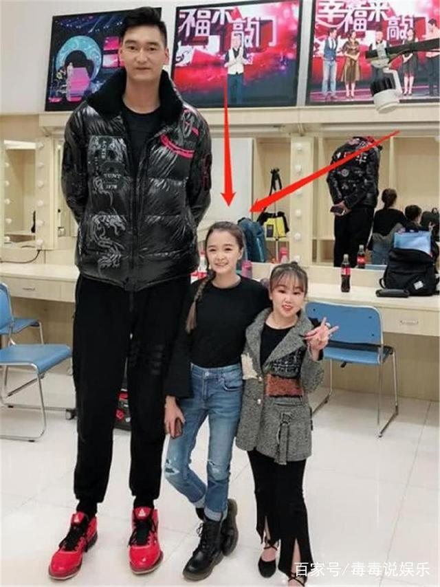"""全网最""""袖珍""""姑娘,1米3身高却颜值逆天,网友:别再拒绝我了!"""