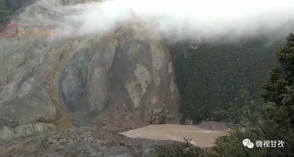 金沙江白格堰塞湖自然泄流洪峰过境甘孜