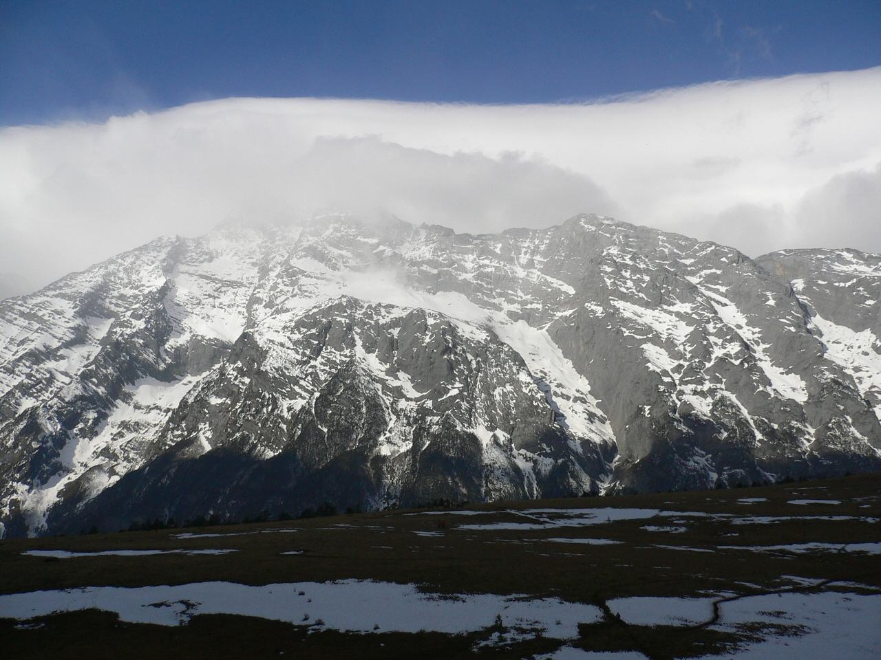 8844米的珠峰早被征服,为何5596米的玉龙雪山反而无人登顶?