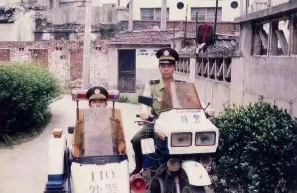 80、90 后的童年回忆——挎斗摩托,为何能风靡至今?-雪花新闻