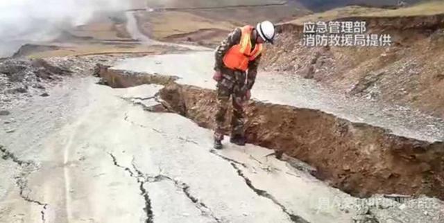 川藏交界原滑坡山体现裂缝再次滑坡风险加大