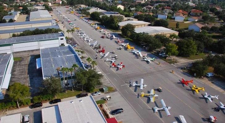 世界最土豪的小镇,家家户户开飞机上班,每家都有停机库