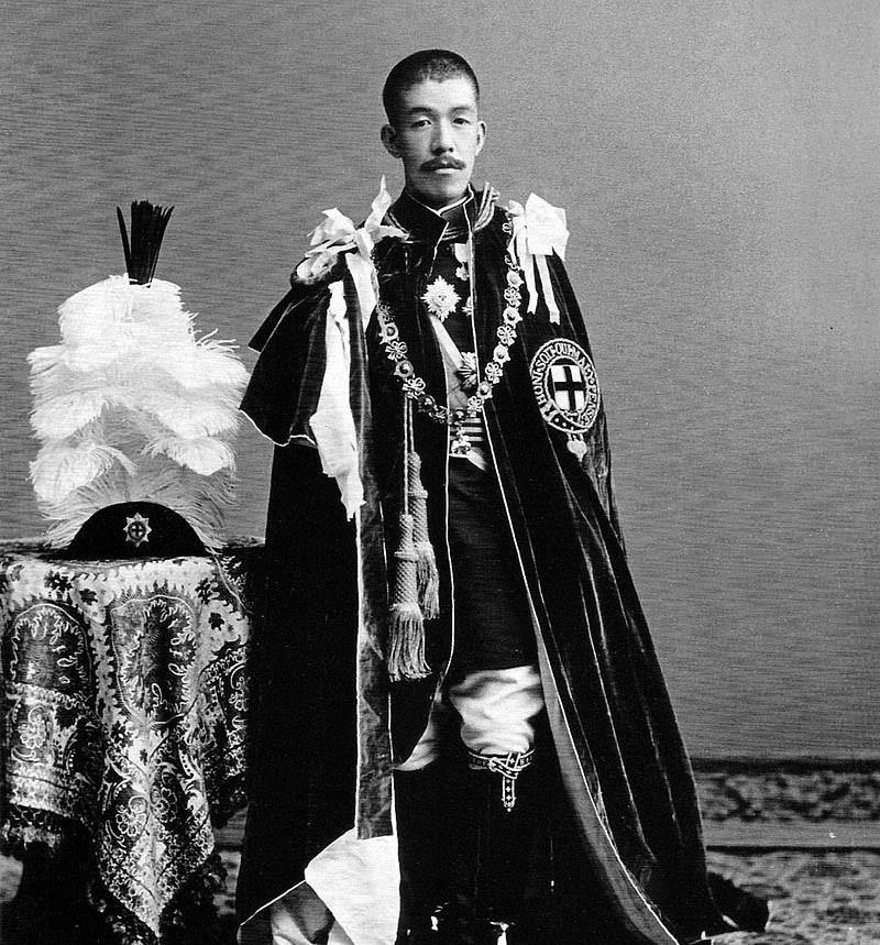 他是裕仁天皇的父亲,却活成了一个笑话,被限制一切行动