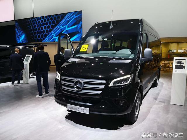 新一代12座凌特豪华车来了。你准备好租车了吗?