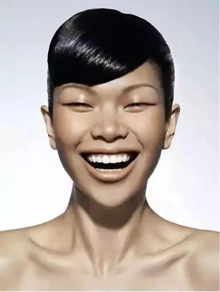 """"""" 正当吕燕的模特事业 遭遇低谷的时候 法国时尚圈向她抛来了橄榄枝"""