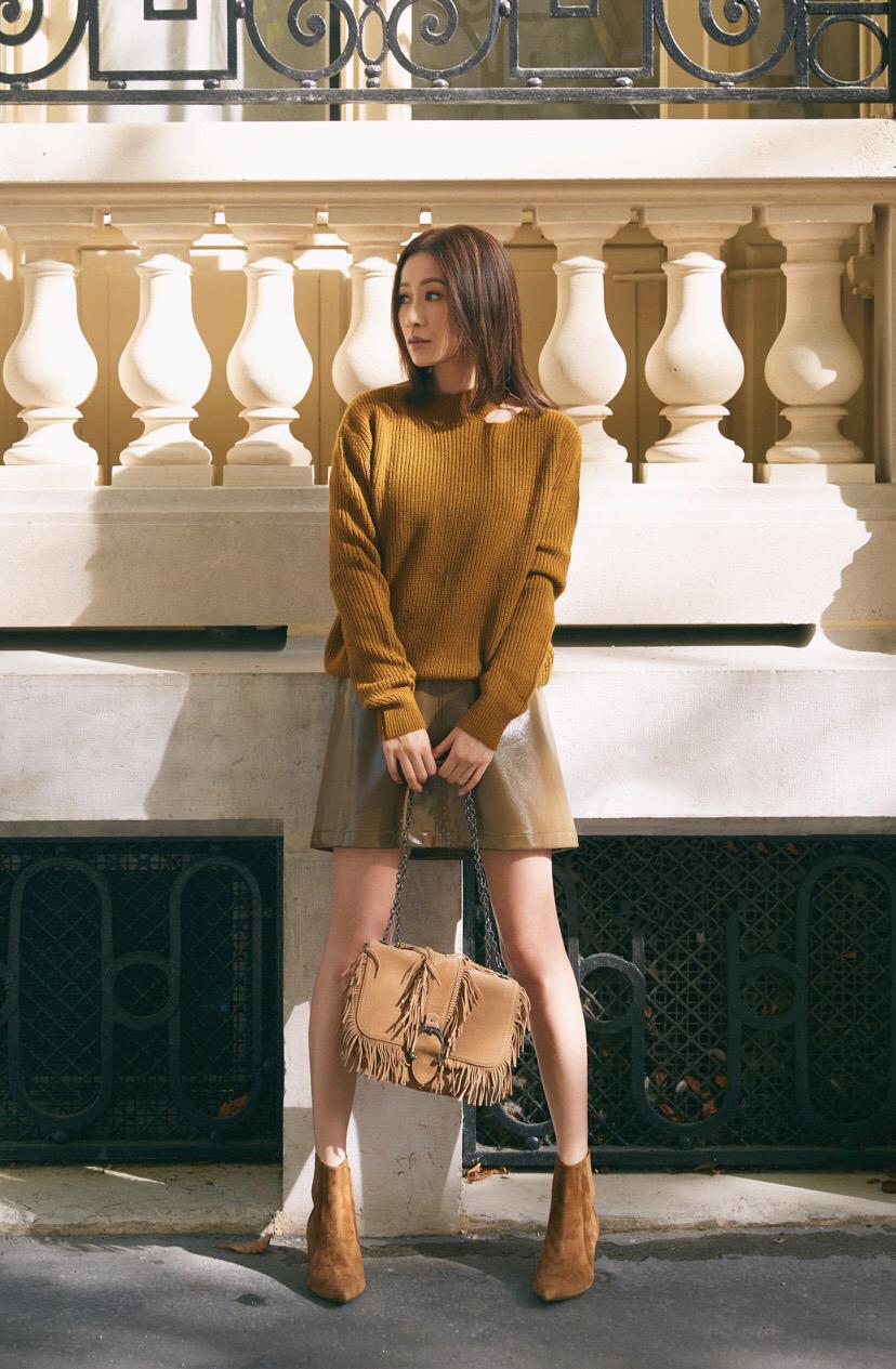 佘詩曼穿毛衣配短裙,同色系卻穿出高級感,簡直就是穿搭的教科書