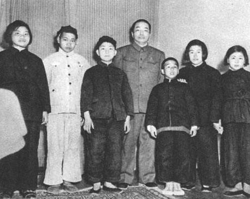 """1955年授衔,彭德怀为何给侄子""""降级"""""""