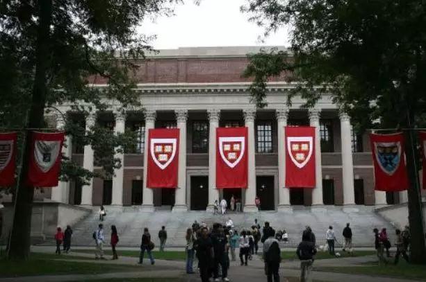 哈佛大学招生歧视案将开庭,立场不同双方各自发起声援