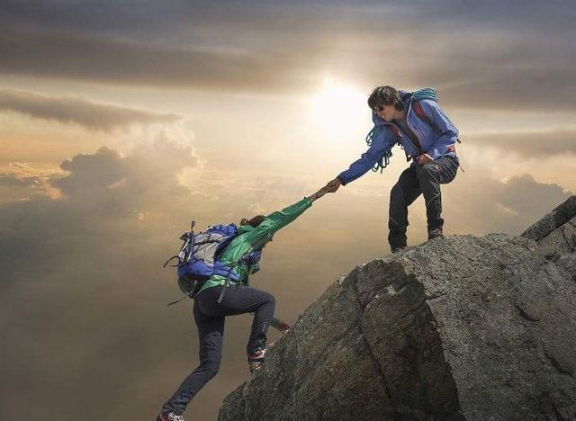 为什么爬山的情侣宁愿睡帐篷也不住宾馆?原因其实很简单