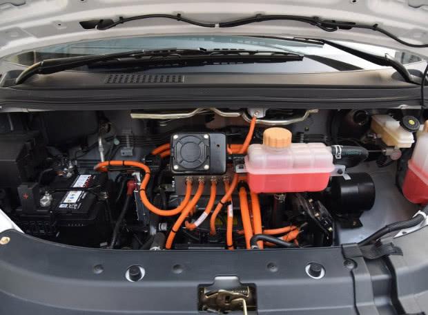 纯电MPV续航353km轿车售价1299起续航410km风行S50