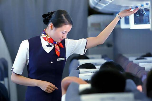 飛機起飛,大部分空姐就會把前面的簾子拉開,這是爲什麽呢?-華夏娛樂360