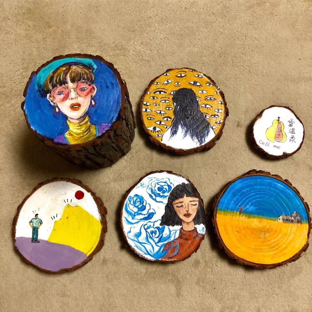 完成自己的绘画作品 可选择单个木桩或者一对钥匙扣作为载体 如果你想