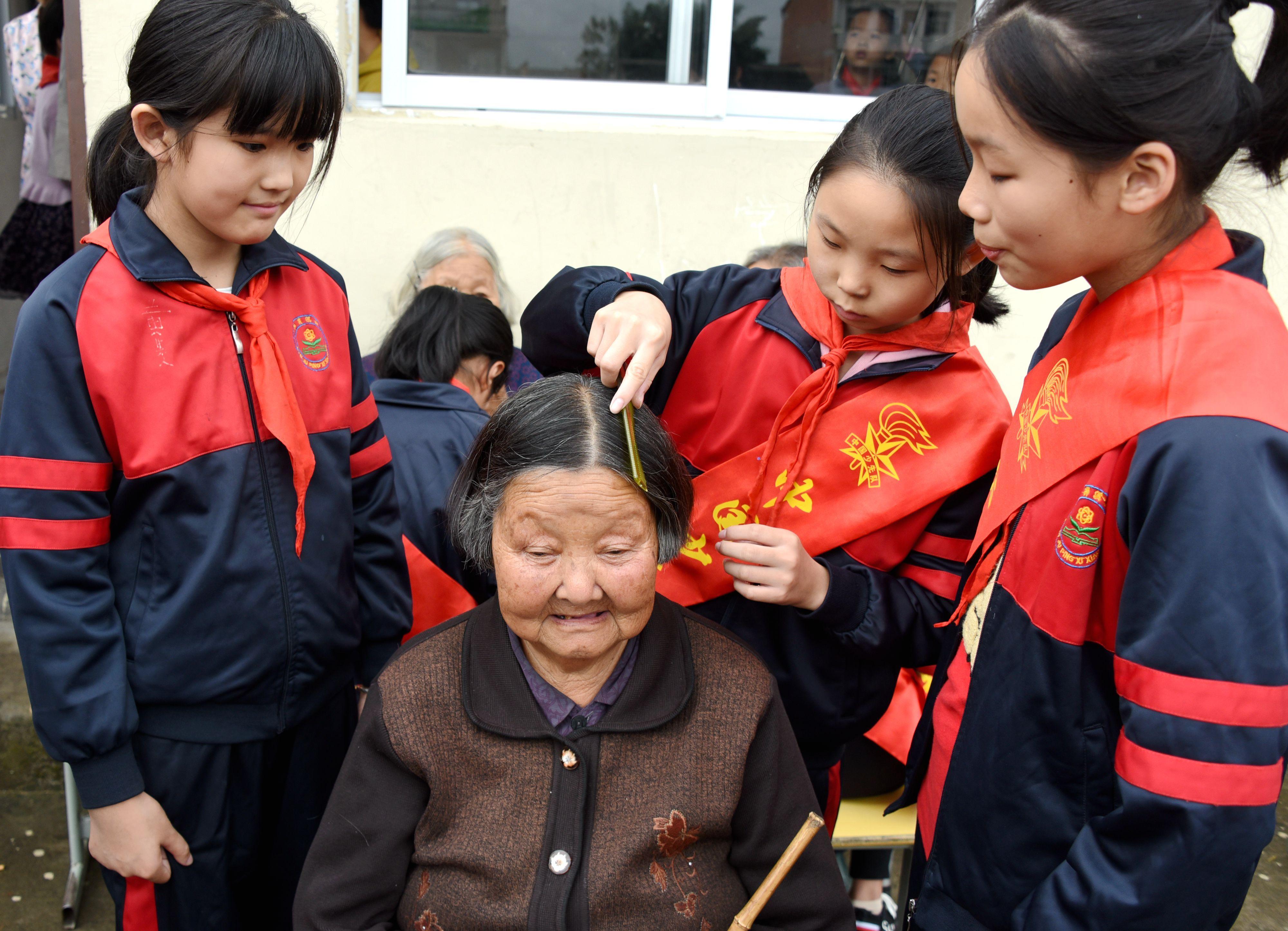 浙江仙居:关爱老人从小做起