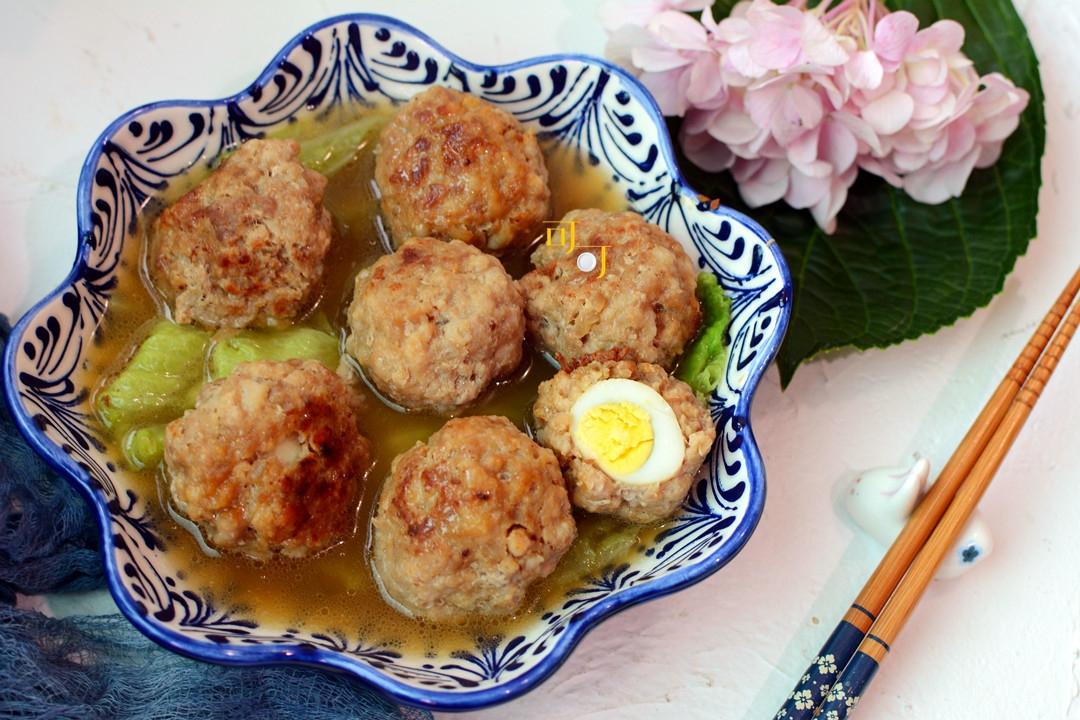 天气转冷最爱吃肉菜,肉丸里面加个蛋,不油不腻营养好,好吃方便