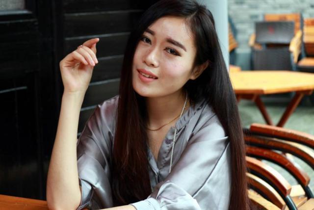 越南女留学生来中国,看到中国情侣的这幕,表示不能理解