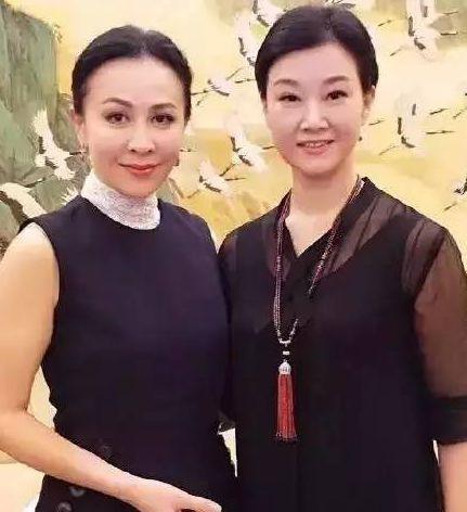 51岁刘嘉玲和50岁宋祖英合影,告诉你女人保养有多么重要!