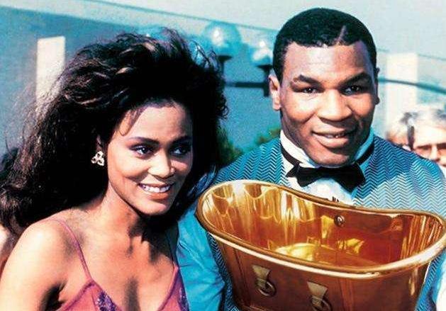 泰森是如何败光4亿美金的?为追女友造黄金浴缸,还付千万分手费