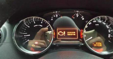 发动机最怕的就是缺油,缺水,水温报警灯点亮和机油报警危险系数相当