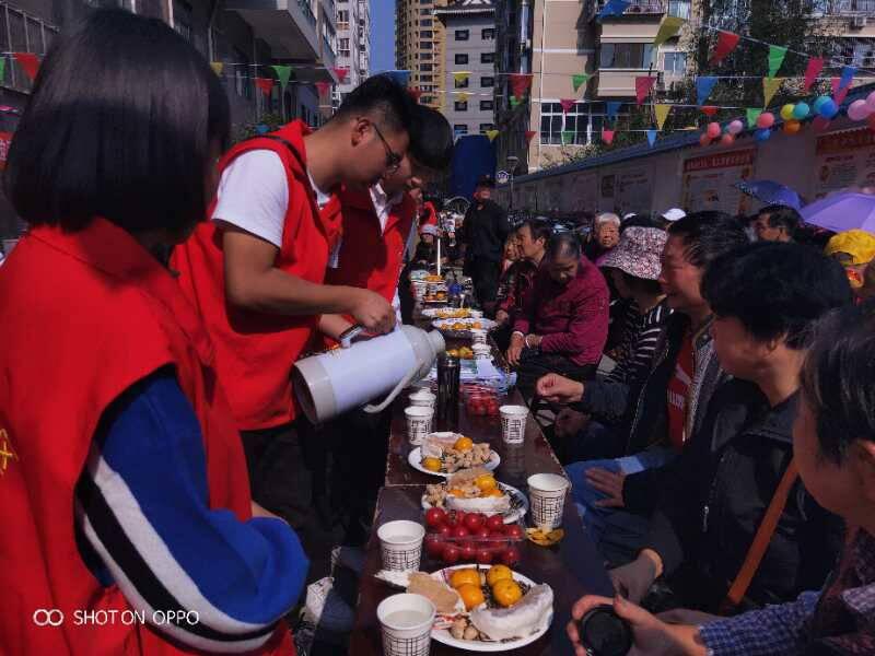 安康市图书馆送阅读志愿服务队助力汉滨区西关社区开展重阳节活动
