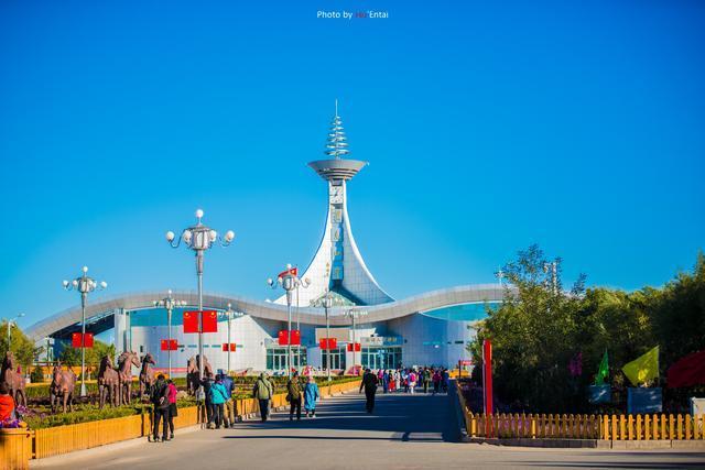 这座接地气的口岸,蒙古国人都开着滑稽的面包车往来经商