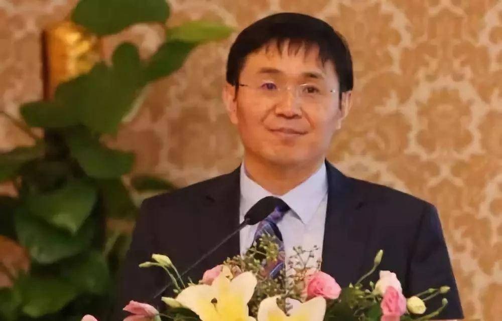 李振国钟珍申谁是父老亲_隆基董事长钟珍申:聚焦品质与实效,打造光俯伏搀扶贫新时代