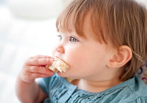 孩子老拉稀怎么办_宝宝吃撑了怎么办 多揉肚子多活动 减少饭量促消化 快速消食 ...