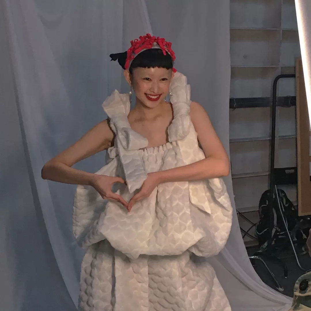 面孔模特大赛北京赛区总决赛脱颖而出的15岁模特新星魏安琪以2套look