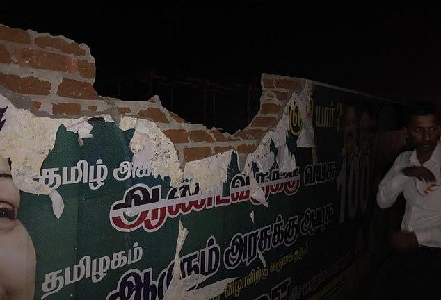 印度一架载有136人的飞机撞到了机场的围墙,还一直飞了四个小时