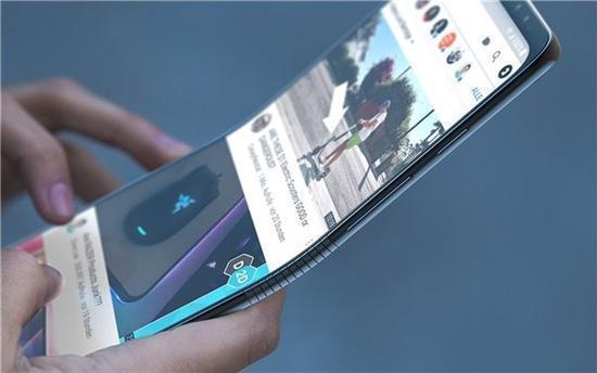 而目前有消息传言,三星,华为,oppo,vivo等手机厂商都在尝试折叠屏方案图片