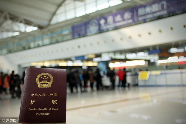 出国旅游时,到了当地办落地签还是在国内办好签证再出发更方便?