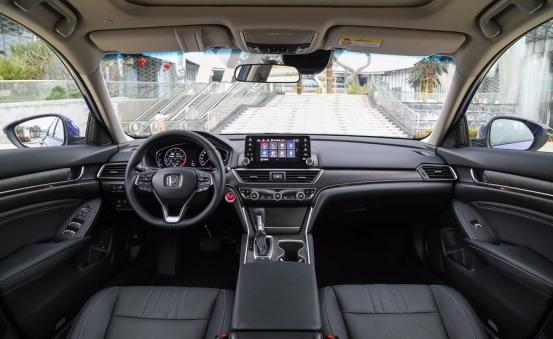 本田中型轿车兄弟配备15T和混动广本雅阁和东本INSPIRE对比