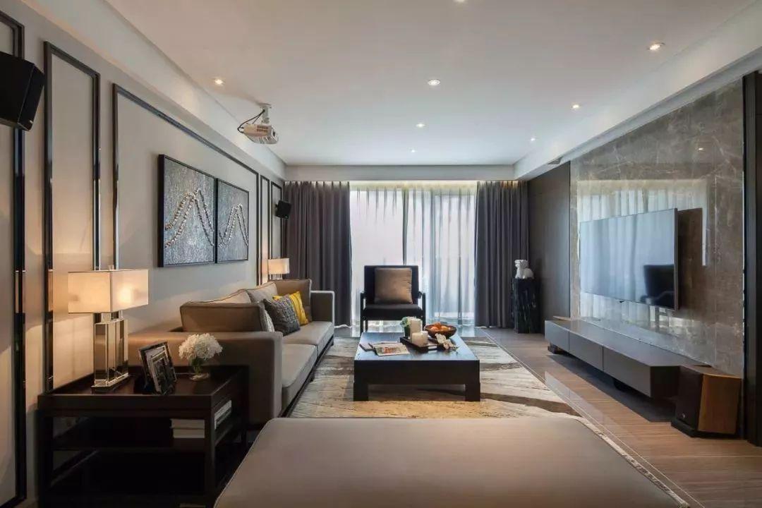 现代简约风格的客厅窗帘,通常都是纯色的为主,搭配一层纱帘,效果就相