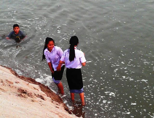 中国最美的邻国,当地人使用中国微信,看到中国游客格外热情