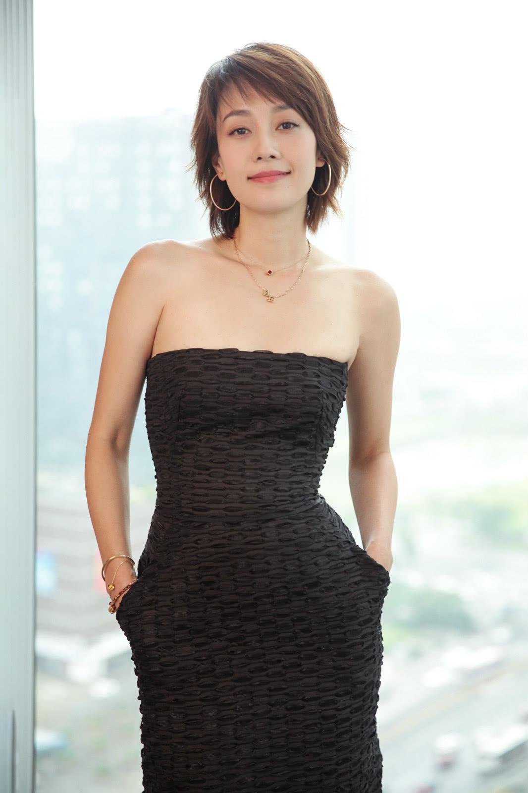 40岁的演员马伊琍,模仿袁泉的短发造型,网友:没钱剪发了吗