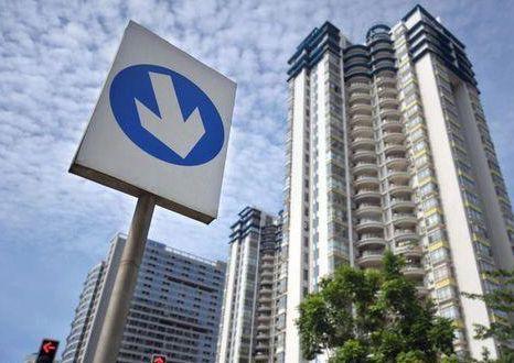 燕郊作为一个离北京最近的河北小镇,最近成为媒体关注的焦点。统计数据显示,燕郊二手房的平均挂牌价格从2017年4月的28611元/平米降至2018年10月中旬的平均挂牌价格仅为20002元/平米,相比去年4月降幅达到了30%。