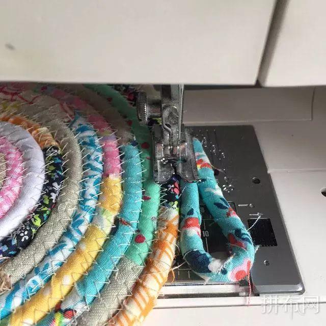 用碎布头制作绳编布篮子的教程