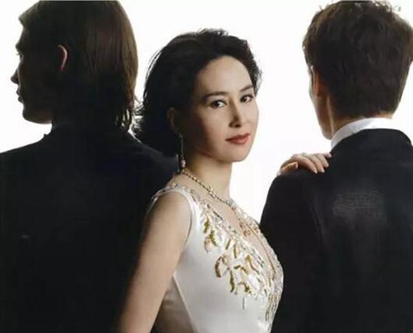 香港最美女首富,一生比电影还传奇